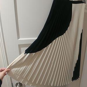 NWOT H&M black and white pleated midi skirt